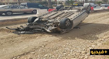 انقلاب سيارة في حادث سير خطير بمدخل مدينة الناظور وهذا ما وقع لسائقها