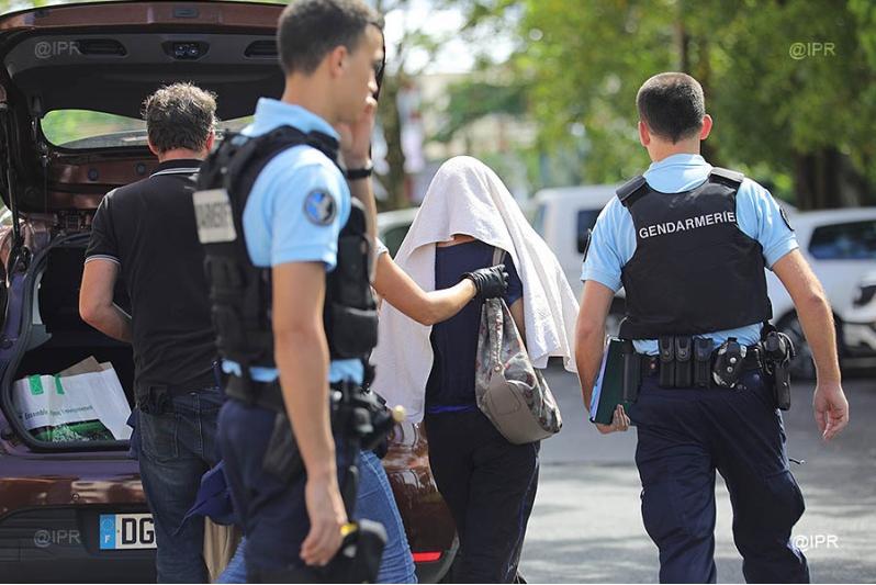 صور وفيديو.. إعتداء دموي على شرطيين اثنين برصاص مسلح  بفرنسا