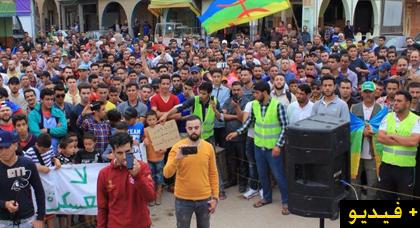 حراك تمسمان  يخرج في وقفة إحتجاجية حاشدة ببلدة كرونة للمطالبة برفع التهميش والإقصاء عن المنطقة