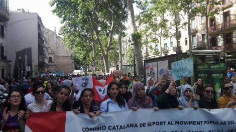 مغاربة الخارج يواصلون التظاهر أمام مؤسسات أوروبية للمطالبة بإطلاق سراح معتقلي حراك الريف