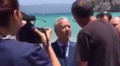 فيديو.. وزير السياحة يستمع للمصطافين بشاطئ كيمادو