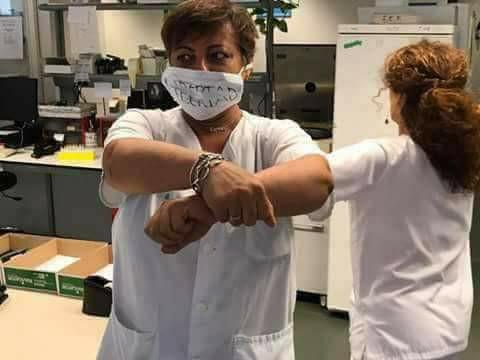 أطباء من مختلف جنسيات العالم يتضامنون مع معتقلي حراك الريف بطريقة مبتكرة