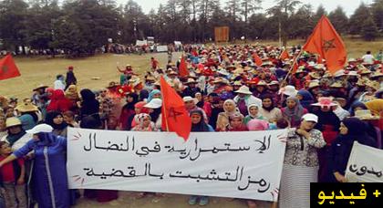 ساكنة تلا رواق تخرج بأطفالها ونسائها ورجالها في مسيرة حاشدة للمطالبة بإطلاق سراح المعتقلين
