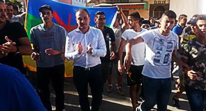 بالصور.. مستشار الرئيس الفرنسي يخرج مع المحتجين في مسيرة 20 يوليوز رغم القمع والغازات المسيلة للدموع