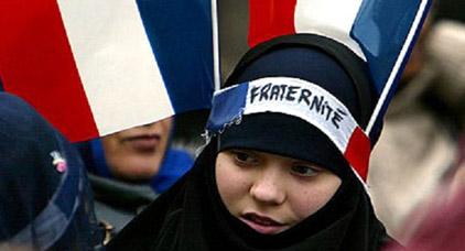 الحكومة الفرنسية تغلق مركزاً للتوعية ضد التطرف الاسلامي