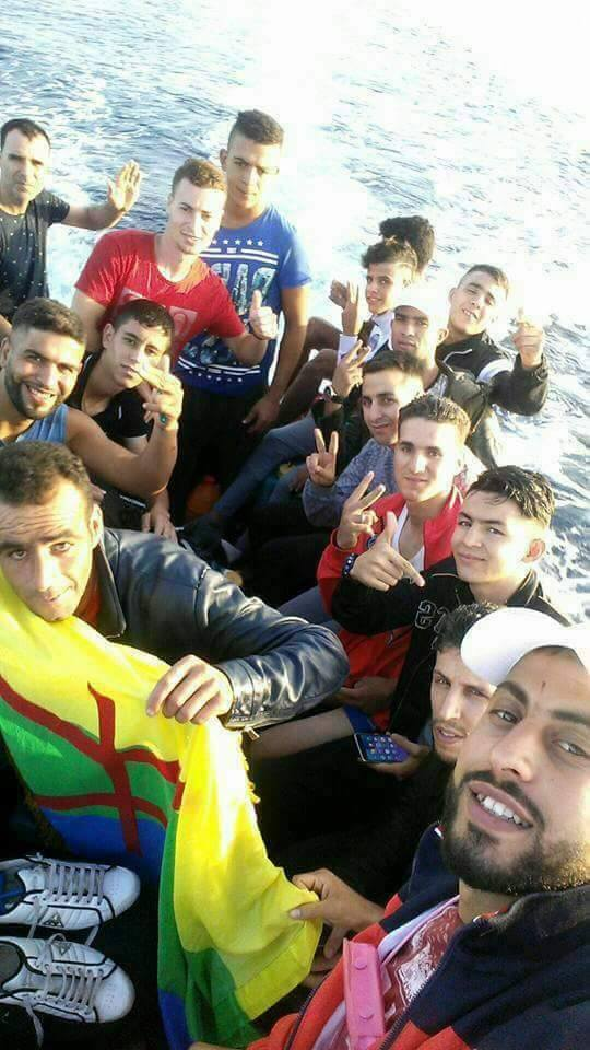 """بالفيديو : نشطاء """"حراكيون"""" يركبون قوارب الموت بحثا عن الفردوس الاروبي"""