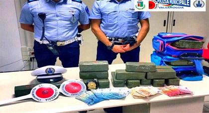 الشرطة الإيطالية تعتقل مغربيين وبحوزتهما مخدرات تقدر بحوالي 600 مليون سنتيم