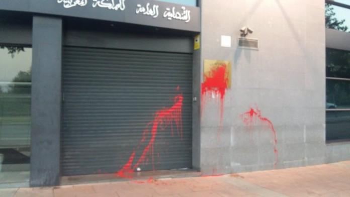 صور.. قنصلية المغرب بتاراغونا أولى ضحايا العنصرية بعد هجمات برشلونة