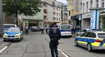 مقتل شخص وإصابة آخرين في حادث طعن وسط الشارع العام بألمانيا