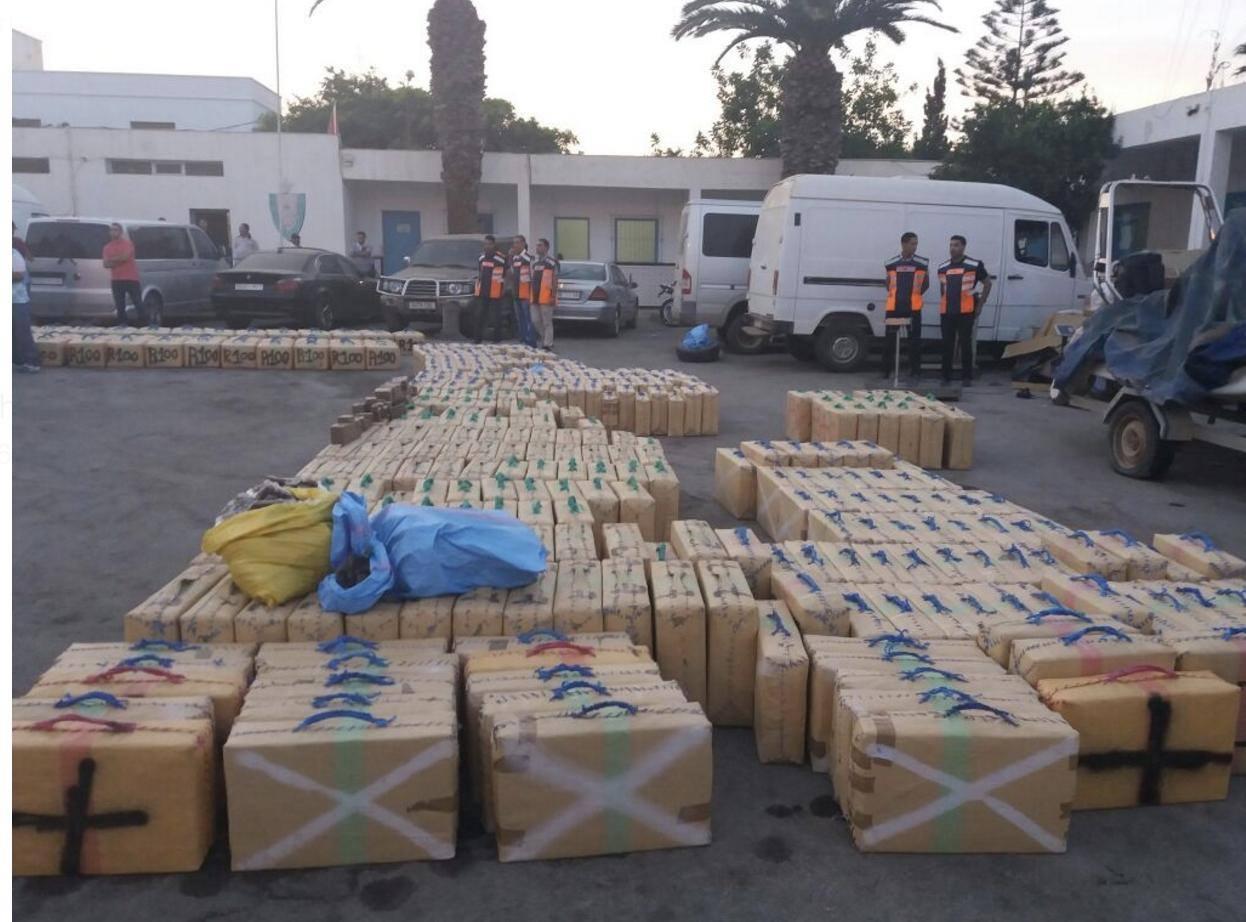 صور وفيديو للمخدرات والسيارات المحجوزة في عملية تفكيك عصابة للتهريب الدولي بالدريوش