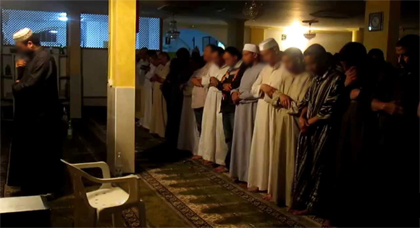 بعد تورط إمام في غسل أدمغة منفذي هجمات برشلونة.. إسبانيا تشرع في إحصاء الأئمة بمساجدها لهذا السبب