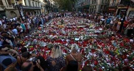 """عشرات الآلاف من الإسبان والأجانب يؤثثون مسيرة حاشدة """"بلا خوف"""" وسط برشلونة"""