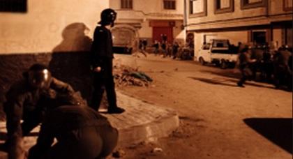 """مسيرة """"إمزورن"""" ليلة عيد الأضحى تنتهي بمواجهات ساخنة بين ملثمين وقوات الأمن"""