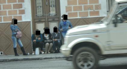 فاعلون مدنيون بالناظور يرفضون التعليق على تقرير إسباني كشف خبايا دعارة المغربيات بمليلية