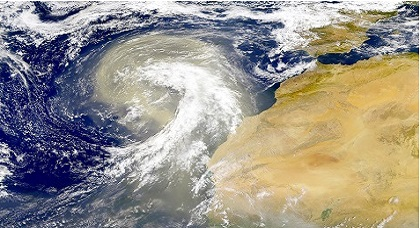 خطير بالفيديو.. المركز الأمريكي للأعاصير يحذر من إعصار مدمر يهدد المغرب