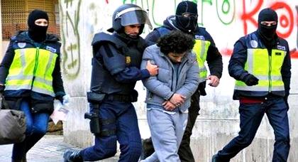 """بسبب تمجيده لـ """"داعش"""".. إسبانيا تطرد مواطنا مغربيا بعدما خيرته بالسجن لسنتين"""