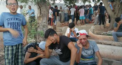 أرشيف: أطفال يبكون وفاة ناشط الحراك عماد العتابي