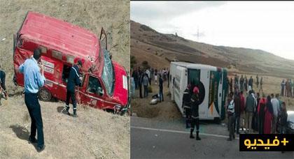 حافلة تتعرض لحادثة سير على الطريق الرابطة بين الحسيمة وتطوان وسيارة الإسعاف تنقلب بجرحى الحادث