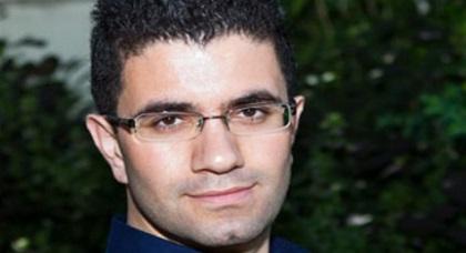 """السلطات ترحل صحافيا إيرانيا بجريدة """"الغارديان"""" البريطانية من الحسيمة بعد لقائه نشطاء الحراك"""