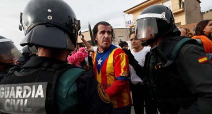 الاتحاد الأوروبي يدين العنف في كتالونيا ويدعو إلى تغليب لغة الحوار عوض تبديد الوحدة