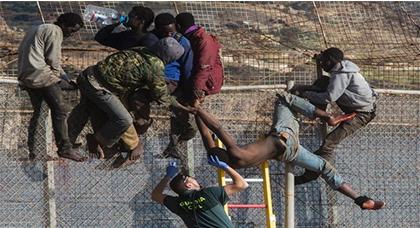 المحكمة الأوروبية  تحكم بتعويض قدره 10 آلاف يورو لفائدة مهاجرين طردتهما السلطات الإسبانية من مليلية