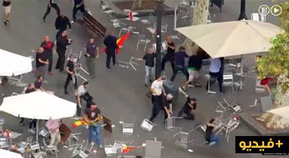 خطير بالفيديو: اشتباكات حادة واصطدمات عنيفة بين معارضي ومؤيدي انفصال كتلانيا