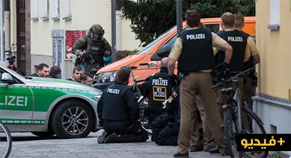 بالفيديو.. سقوط عدد من الجرحى في عملية طعن بالسكين في مدينة ميونيخ نفذها رجل