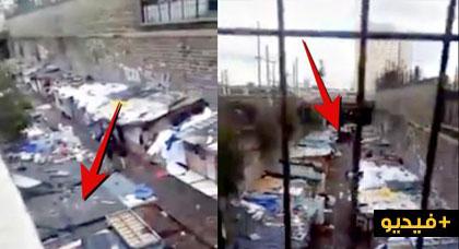 """فيديو مثير يكشف مشاهد صادمة لأسر """"مغاربية"""" تعيش في أكواخ وسط العاصمة باريس"""