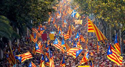 جمعة الحسم.. توتر في إسبانيا مع وشوك انتزاع الحكم الذاتي من كتالونيا
