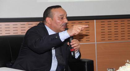 وزير الثقافة والإتصال يتعهد بإنشاء دار للصحافة بمدينة الحسيمة