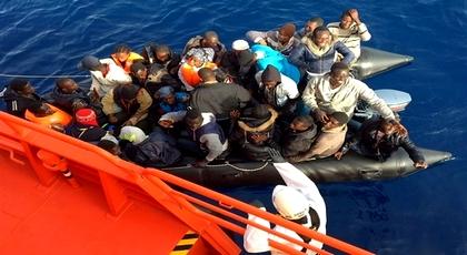 خلال شهر واحد فقط.. توقيف أزيد من 300 مهاجر سري مغاربة وأفارقة بسواحل الحسيمة