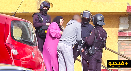 بالفيديو.. المصالح الامنية الاسبانية تفكك شبكة متخصصة في الإتجار بالمخدرات وتوقف أربعة من أعضاءها