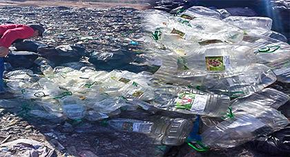 بالصور.. عمال نظافة يكشفون خيوط فضيحة غش في تجارة زيت الزيتون بجماعة الكبداني