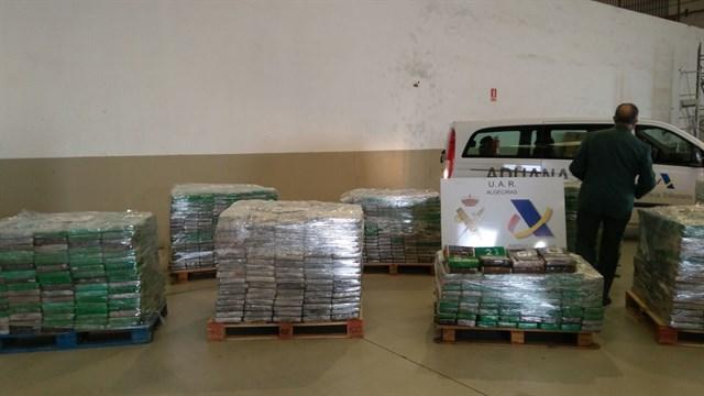 بالفيديو.. حجز حوالي 6 أطنان من الكوكايين مخبأة داخل صناديق موز في ميناء الجزيرة الخضراء