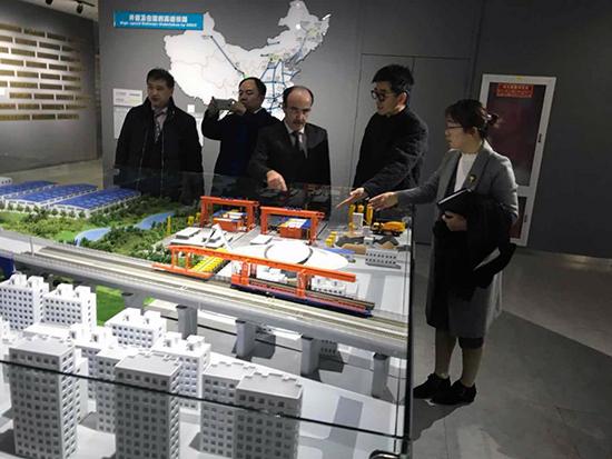العماري يكثف من لقاءاته مع الشركات الصينية من أجل جلب الاستثمارات لجهة طنجة تطوان الحسيمة