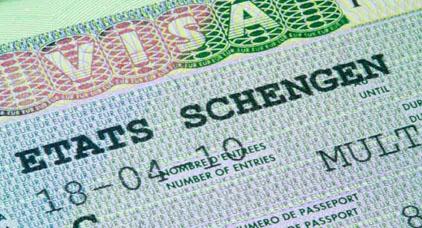 السفارة الفرنسية تفرض شروطا جديدة على المغاربة الراغبين في الحصول على تأشيرة شنغن