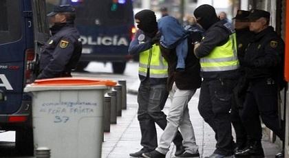 """اعتقال مهاجر مغربي سبق سجنه بتهمة """"الداعشية"""" بعد توزيعه أشرطة إباحية على """"البيدوفيليين"""" بإسبانيا"""