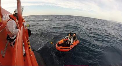 إنقاذ 4 قاصرين مغاربة قبالة مدينة طريفة الاسبانية كانوا على متن قارب صغير