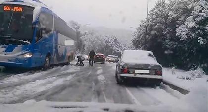 بسبب الثلوج القوية .. بلاغ مستعجل من وزارة النقل بخصوص تراخيص الرحلات