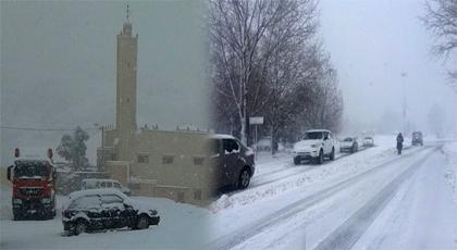 بالصور.. التساقطات الثلجية تشل حركة السير بعدة مناطق وتتسبب في إلغاء الرحلات