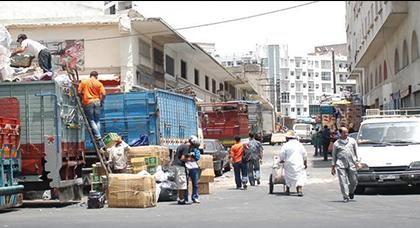 تاجر من الدار البيضاء: يجب مراقبة التهريب الضريبي المنظم بمليلية وسبتة بدل الرفع من الضريبة على الألبسة التركية