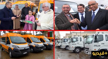 رشدي والفتاحي يشرفان على تسليم حافلات نقل مدرسي وشاحنات صهريجية لرؤساء جماعات بالدريوش