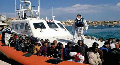 إنقاذ نحو 800 مهاجر في البحر المتوسط وانتشال جثتين في سواحل ايطاليا