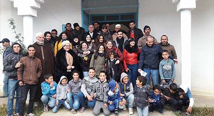 """الحسيمة: 70 أسرة معوزة تستفيد من حملة لـ""""توزيع أغطية وملابس ومود غذائية"""" يطلقها جمعويون"""