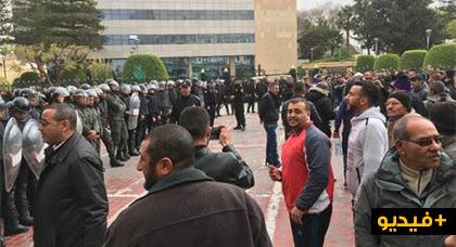 """إضراب النقل """"يشل"""" جهة الشرق لليوم الثالث والأمن ينذر المضربين"""