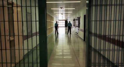 مهاجر مغربي في الخمسينيات من عمره يضع حدا لحياته شنقا داخل أحد السجون الايطالية
