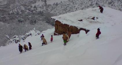 تعليق الدراسة في  900 مؤسسة تعليمية بسبب الثلوج و سوء الاحوال الجوية