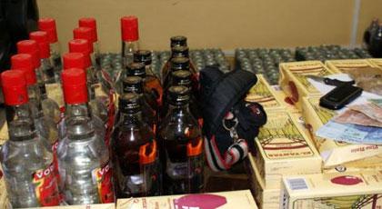 درك رأس الما يحجز سيارة محملة بـ 180 زجاجة من الخمور