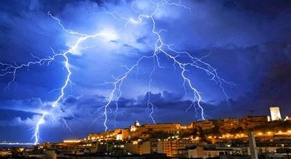 يجب توخي الحذر.. نشرة إنذارية جديدة تتنبأ بأمطار رعدية يومي السبت والأحد بأقاليم الريف والشمال