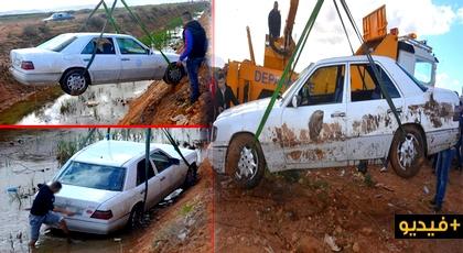 نجاة ركاب سيارة أجرة من موت محقق بعد سقوطها في وادي بمدخل مدينة العروي